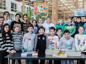 Stolze Kids präsentieren ihre Entwürfe. Die Ergebnisse überzeugten! Foto: Thomas Schmidt / Stadt Herne