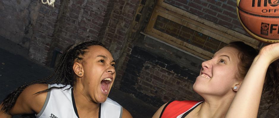Noch ein paar Spielereien mit dem Basketball - und dann nichts wie weg. Foto: HTC
