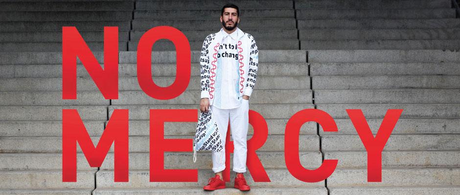 Halil Adigüzel arbeitet mit Typografie - auf seinen Textilien und auf den Fotos. Fotos: IAMHIA