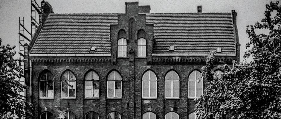 Die Janoschschule (hier eine Archivaufnahme aus den 50ern) diente nach dem 2. Weltrieg als Flüchtlingsunterkunft - und vor ein paar Monaten. © Bildarchiv der Stadt Herne.