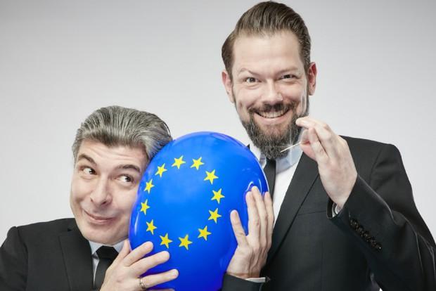 Adrian Engels und Markus Riedinger laden ins kleine Theater. Foto: Rainer Holz