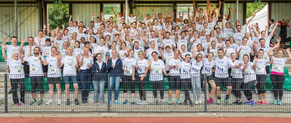 """Unter dem Motto """"Gemeinsam sind wir schneller"""" beteiligten sich insgesamt 150 Mitarbeiter der St. Elisabeth Gruppe – Katholische Kliniken Rhein-Ruhr am St. Elisabeth Firmenlauf im Sportpark Wanne-Eickel."""