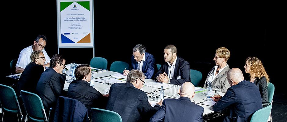 Bei der Pressekonferenz in den Flottmann-Hallen zieht das TalentKolleg Ruhr Bilanz. © Frank Dieper, Stadt Herne.