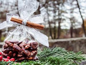 Ein kleines Präsent zum Einstimmen: gebrannte Mandeln, hergestellt vom Parkhotelchef persönlich. © Thomas Schmidt, Stadt Herne.