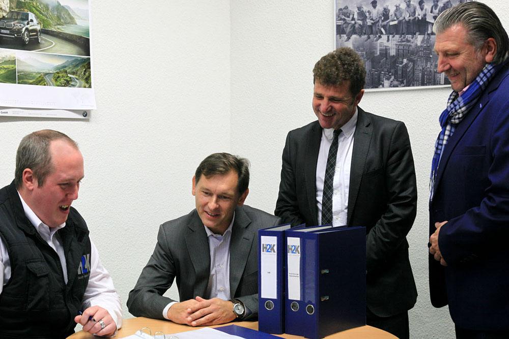 Oberbürgermeister Dr. Frank Dudda und Karl Weiß, Geschäftsführer des Jobcenters Herne besuchen die Herner Firma H2K. Fotos: © Philipp Stark