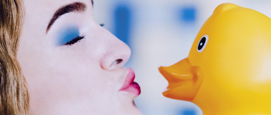 Wananas wachgeküsst: das ist die Titelzeile der neuen inherne-Ausgabe. Das Titelmodel ist Lisa Röttchen. © Frank Dieper, Stadt Herne.