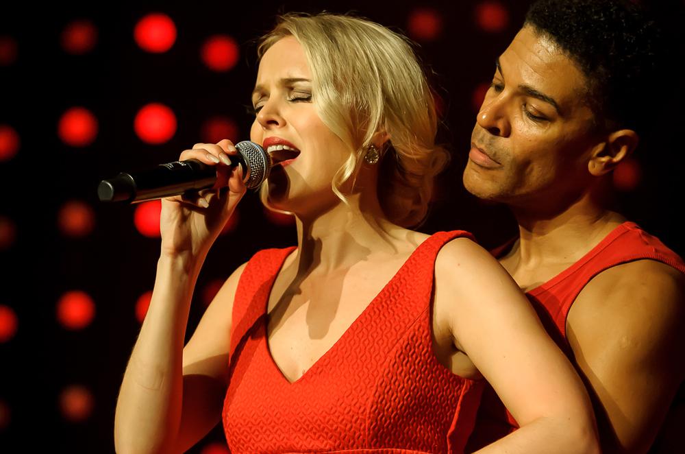 """Sofia Jonsson und Kevin Weatherspoon in einer Szene aus """"Dirty Dancing"""". ©Creativ Team, Micke Ovesson"""