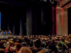 In einem gut gefüllten Kulturzentrum sprach Oberbürgermeister Dr. Frank Dudda. © Frank Dieper, Stadt Herne.