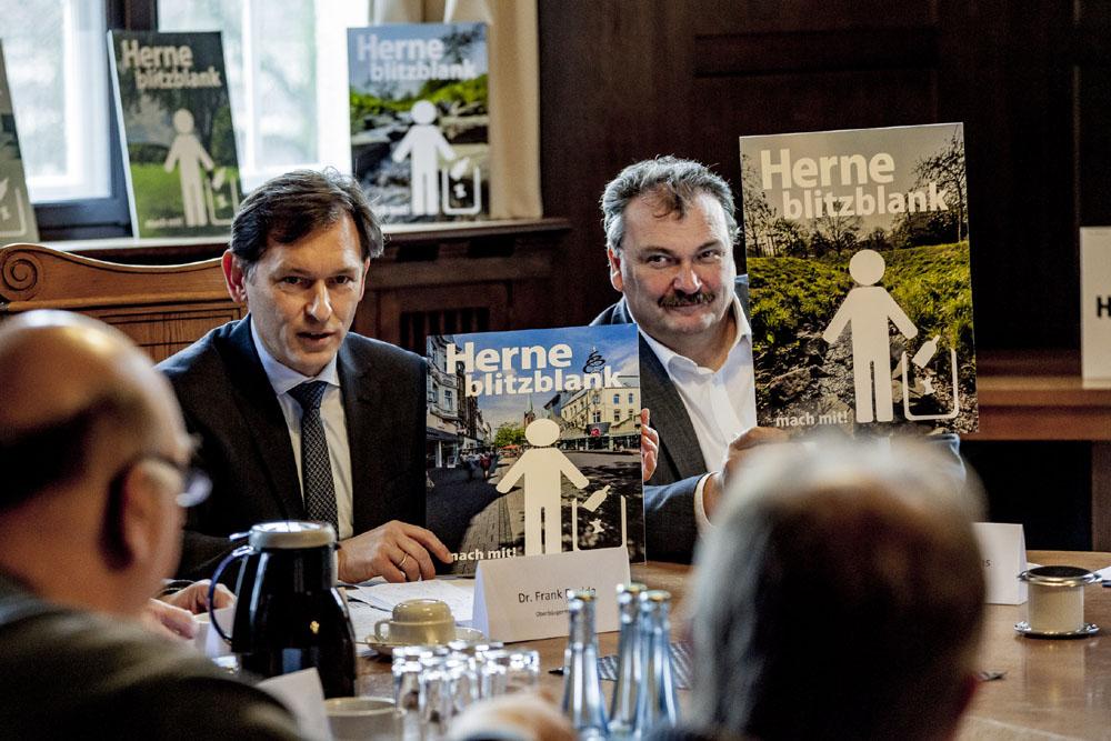 Stellten die Plakatmotive vor: Dr. Frank Dudda und Karlheinz Friedrichs. ©Frank Dieper, Stadt Herne