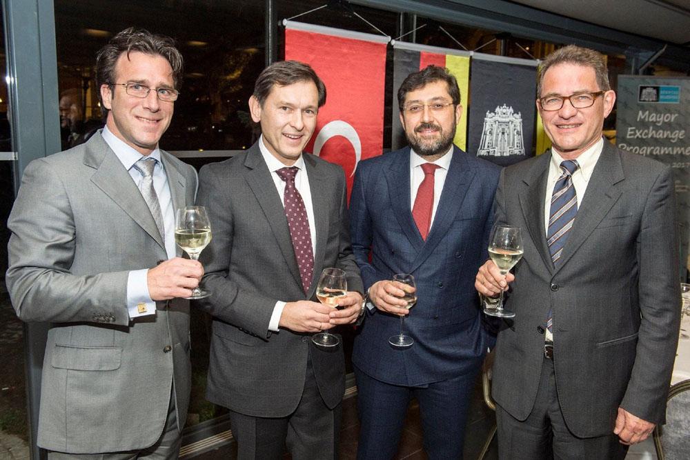 Erik Weik, Dr. Frank Dudda, Murat Hazinedar und Dr. Georg Birgelen trafen sich in Besiktas. ©Stefan Kuhn, Stadt Herne