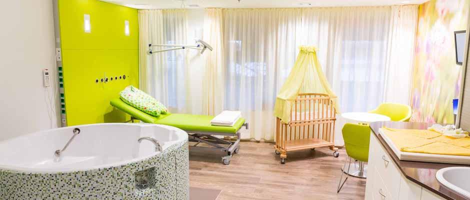 Das Marien Hospital Herne – Universitätsklinikum der Ruhr-Universität Bochum verfügt nun über drei neue Kreißsäle. Ein Kreißsaal ist mit einer Geburtswanne für Wassergeburten ausgestattet.