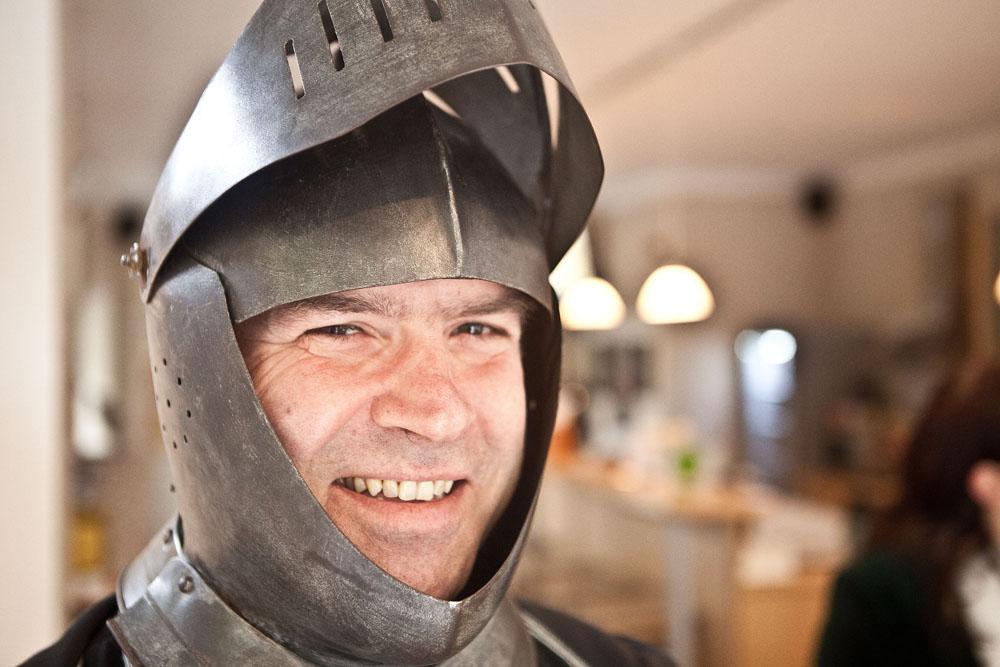 """Hinter diesem Strünkeder Ritter steckt Gerald Gatawis, stellv. Leiter der Städtischen Musikschule. Der entsprechende Workshop im Schloss heißt: """"Wo die Ritter zuhause waren ..."""""""