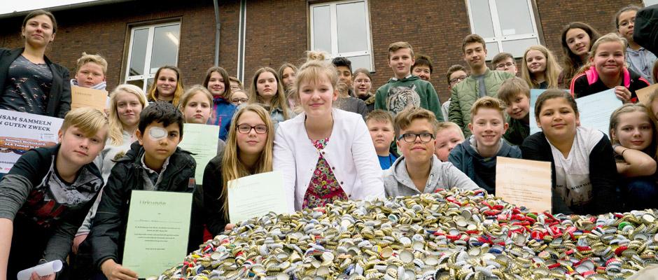 Sie sammelten die fantastische Zahl von 130.000 Kronkorken. Volker Brockhoff