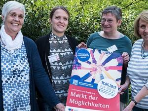 Werben für das Ehrenamt: Die beien Ehrenamtlichen Ursula Wischkämper-Stromberg (l.) und Charlotte Spicker (r.) sowie die beiden Ehrenamtskoordinatorinnen Monika Müller (2.v.l.) und Marina Wisnewski. Foto: Michael Paternoga