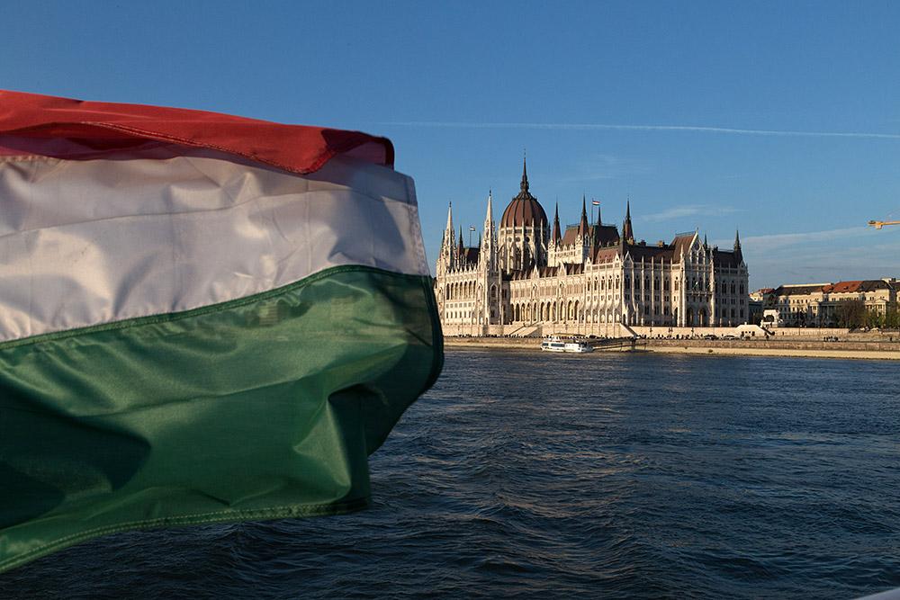 Das ungarische Parlament an der Donau. ©Sascha Rutzen
