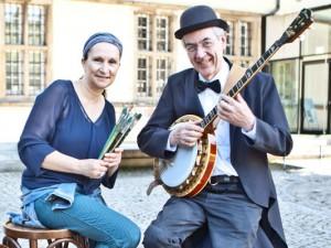 """Andrea Prislan vom Emschertal-Museum und Dirk Cammerer von den """"Happy Jazz Band Boys"""" präsentierten das Programm zum Familientag. ©Horst Martens, Stadt Herne."""