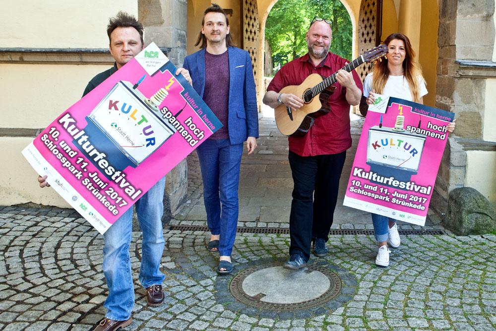 Sie stellten das Programm für das Kulturfestival vor: Thomas Schröder (Kulturbüro), Chris Wawrzyniak (Der goldene Raum), Christian Ribbe (Städtische Musikschule) und Angelina Ouchani (Rockbüro). © Horst Martens, Stadt Herne.
