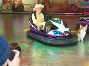 Die Queen, wirkt im Cranger Autoscooter genauso majestätisch wie in der könglichen Londoner Kutsche. ©Stadtmarketing Herne