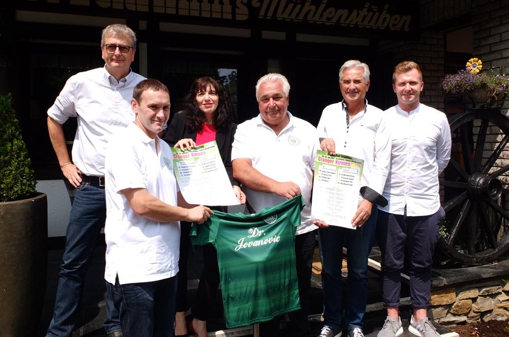 Die Organisatoren und Unterstützer des Cranger-Kirmes-Cups freuen sich auf das Turnier. © Anja Gladisch, Stadt Herne