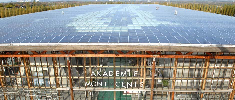 Perfekte Lösung: das Photovoltaik-Dach der Akademie Mont-Cenis. ©Thomas Schmidt, Stadt Herne.