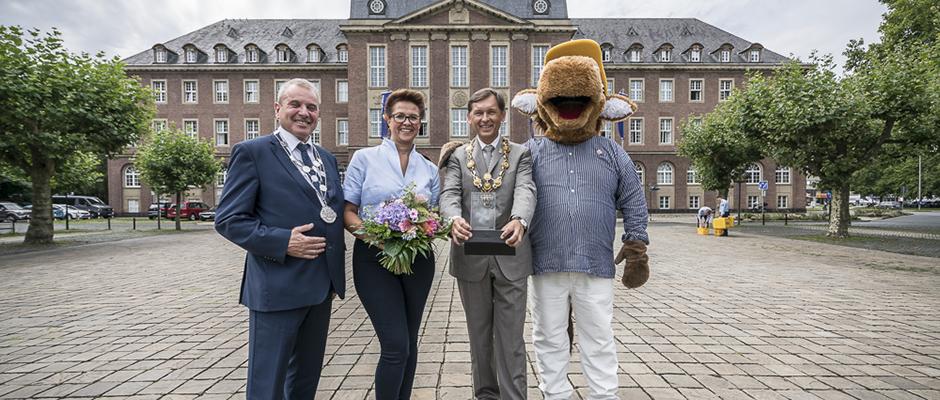 """Gruppenbild mit der """"Besten auf Crange"""": Albert Ritter, Dagmar Bonner, OB Dr. Dudda und """"Fritz"""". ©Thomas Schmidt, Stadt Herne."""