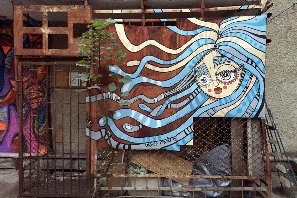 Ein Wandbild von Ursula Meyer.
