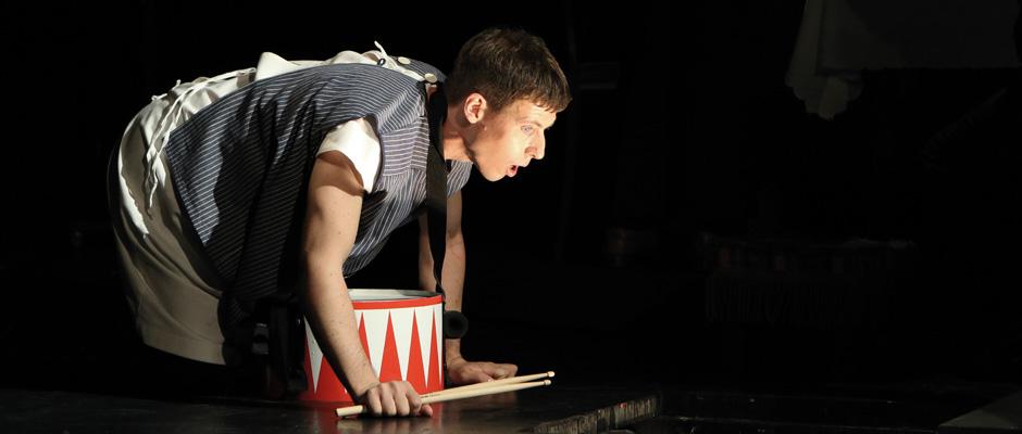 """""""Die Blechtrommel"""" nach dem Roman von Günter Grass gehört zu den Highlights der Theater- und Konzertsaison. © Raphael Grosch"""