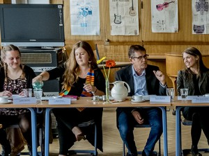 Die drei Fellows Paula Pabel, Luisa Hemker und Jana Eckei, die von der Pressekonferenz vorgestellt werden von: Horst Martens, Pressebüro der Stadt Herne, Ruth-Anne Damm von Teach First und Stadträtin Gudrun Thierhoff. © Frank Dieper, Stadt Herne.