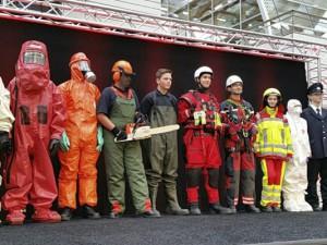 Die richtige Funktionskleidung für alle Einsätze, inszeniert von der Jugendfeuerwehr.©Marco Diesing, Feuerwehr Herne