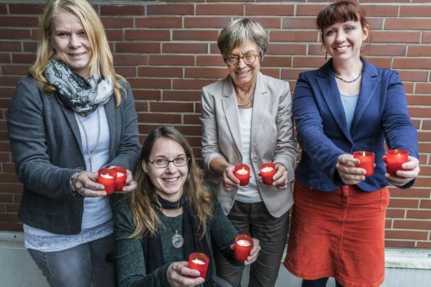 Mit einer Lichterkette machen Hernerinnen auf Gewalt gegen Frauen aufmerksam. © Thomas Schmidt, Stadt Herne