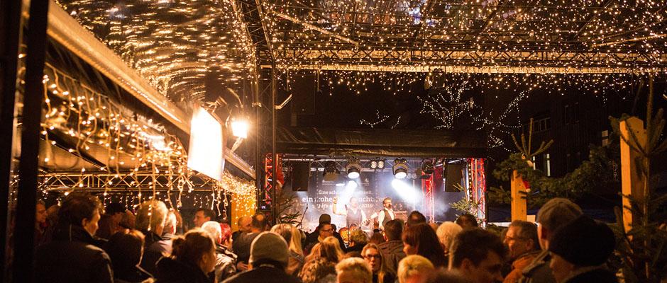 Los Gerlachos rocken als eines von zwei Geschwisterpaaren die Christmas-Party. ©Stadtmarketing GmbH
