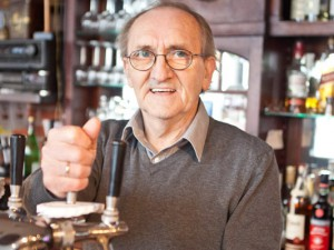 Noch zapft er das eine oder andere Bier: Karl-Heinz Gerdes geht in den verdienten Ruhestand. ©Horst Martens, Stadt Herne.