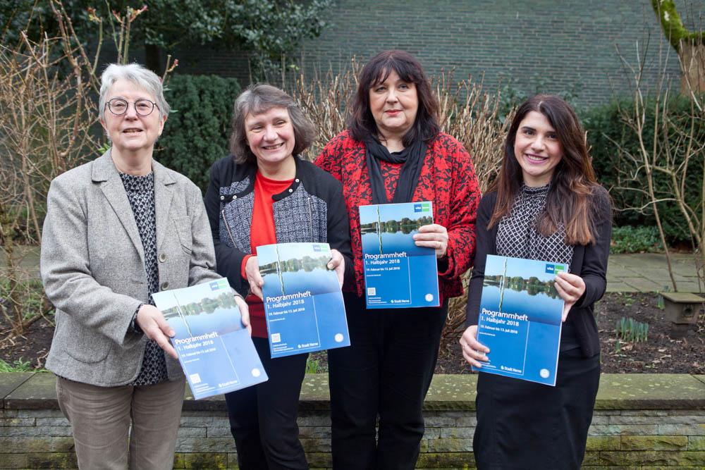 Präsentieren das neue VHS-Programm: Angelika Mertmann, Elisabeth Schlüter, Heike Bandholz und Natella Schüpp.
