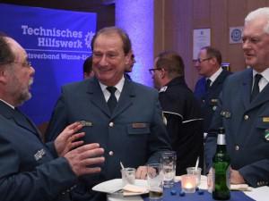 Friedhelm Kayß (THW Wanne-Eickel) im Gespräch mit Gerd Friedsam (THW-Vizepräsident) und Dr. Hans-Ingo Schliwienski (THW-Landesbeauftragter für NRW) © Daniel Aust, THW Wanne-Eickel
