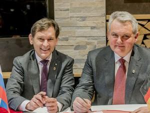Dr. Frank Dudda und Konstantin Polezhaev im Rahmen des Termins zur Unterzeichnung der Absichtserklärung.©Frank Dieper, Stadt Herne.