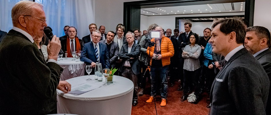 FAKT-Chef Hubert Schulte-Kemper erläutert seine ambitionierten Vorhaben. Rechts lauscht Oberbürgermeister Dr. Frank Dudda den Ausführungen. ©Frank Dieper, Stadt Herne.