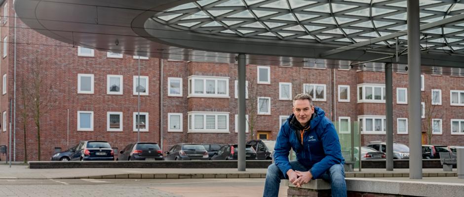 Axel Hummert vor dem Omnibusbahnhof Buschmannshof. ©Frank Dieper, Stadt Herne.