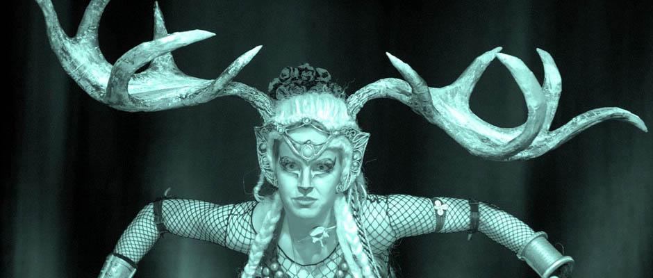 Bühnenshow im Zeichen des Orients. © Peter Brill