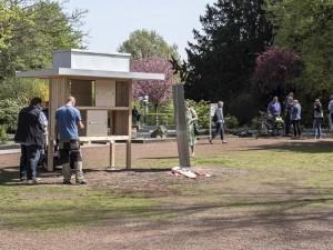 Der neue Tauschschrank wird am Eingang des Sportpark Eickel installiert.© Thomas Schmidt, Stadt Herne