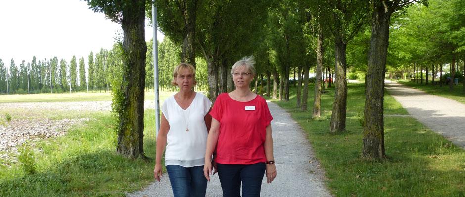 Diesen Weg an der Akademie wollen Kerstin Tischler und Karola Rehrmann gemeinsam mit den Trauernden gehen.