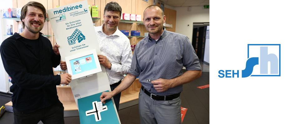 Präsentieren die neue Idee: Martin Jähnert, Geschäftsführer von binee, Friedemann Ahlmeyer, Inhaber der Kompass-Apotheke, und der Technischen Betriebsleiter der SEH Sascha Köhler.