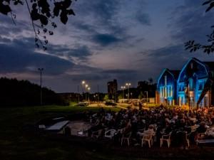 Die besondere Atmosphäre der Flottmann-Hallen während der abendlichen Filmvorführung. ©Frank Dieper, Stadt Herne.