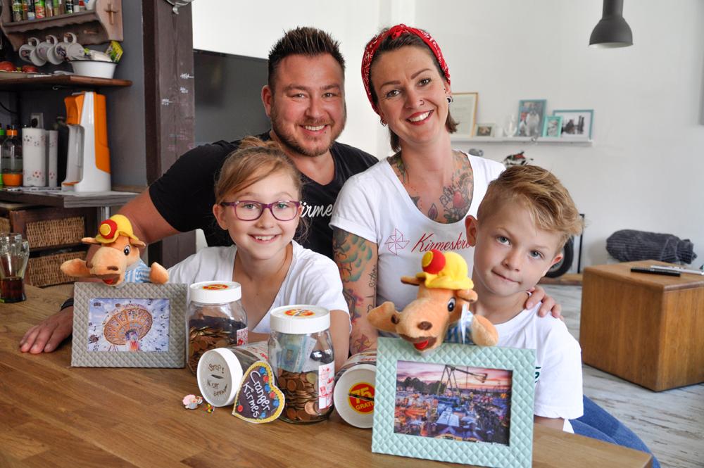 "Familie Krause/Giersch rechnet im ""Kirmeszeit"". ©Nina-Maria Haupt."