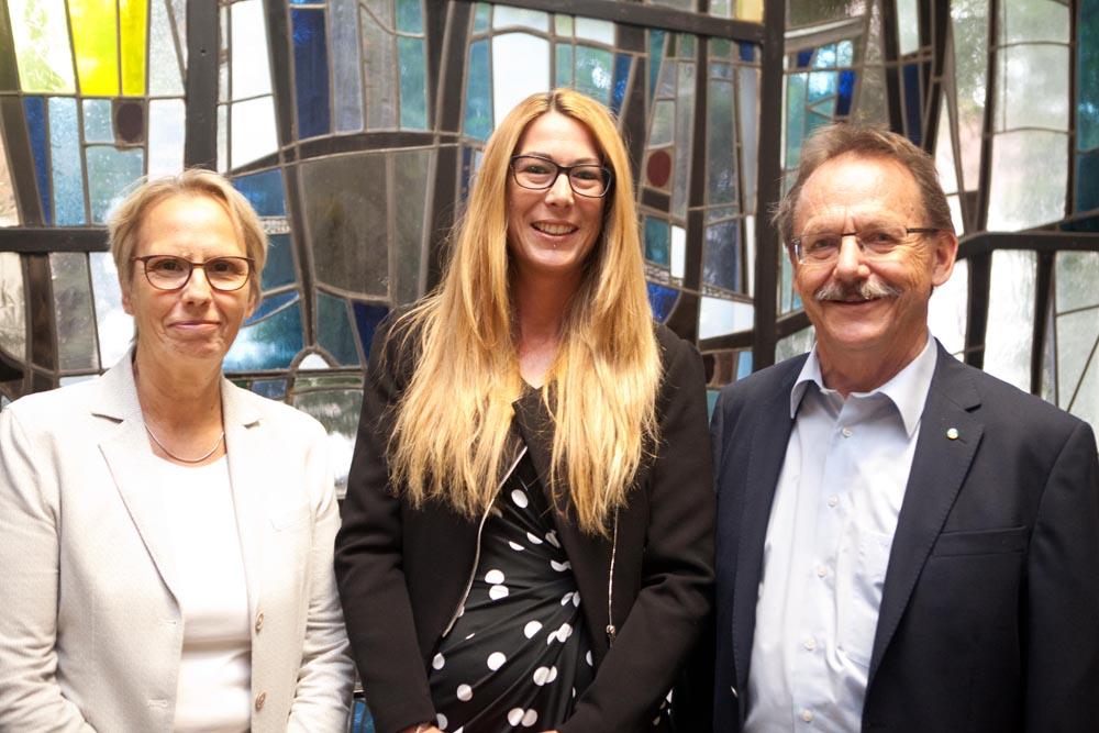 Stadträtin Gudrun Thierhoff, die neue Fachbereichsleiterin Stephanie Jordan und Ulrich Klonki, Vorsitzender des Ausschusses für Kinder, Jugend und Familie. ©Horst Martens, Stadt Herne.