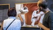 Wilko Meiborg erklärt seine Arbeit einer interessierten Besucherin. ©Michael Paternoga, Stadt Herne