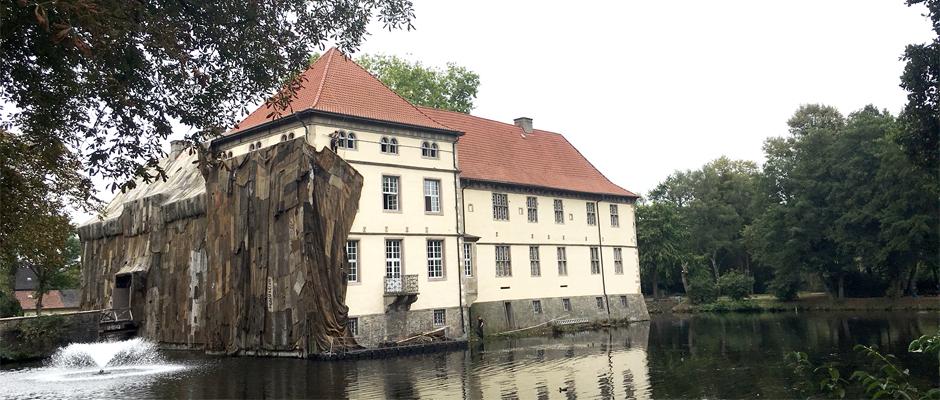 Halb enthülltes Schloss. ©Nina-Maria Haupt, Stadt Herne.