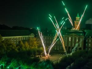 Feuerwerk vor dem Herner Rathaus. © Stadtmarketing Herne, Markus Reddig