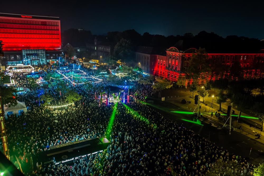 Blick auf den Friedrich-Ebert-Platz beim Feuerabend. ©Stadtmarketing Herne, Markus Reddig
