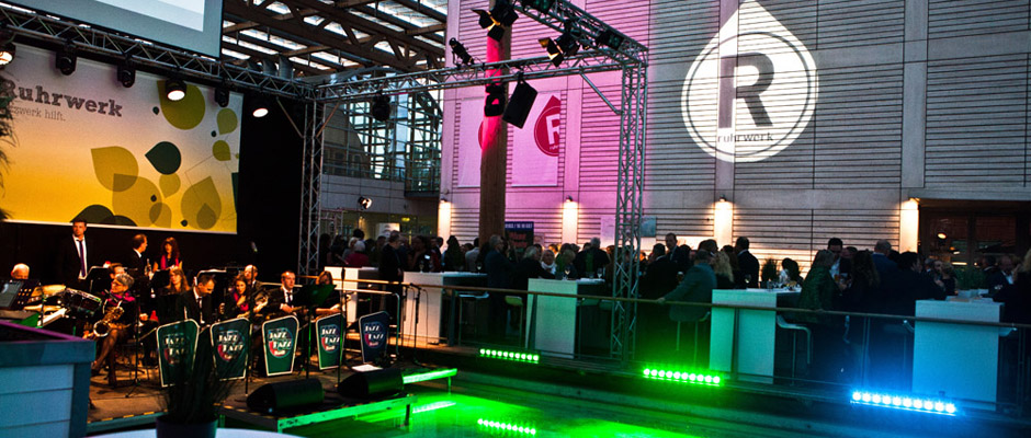 Big Band in der festlich illuminierten Akademie. ©Horst Martens, Stadt Herne.