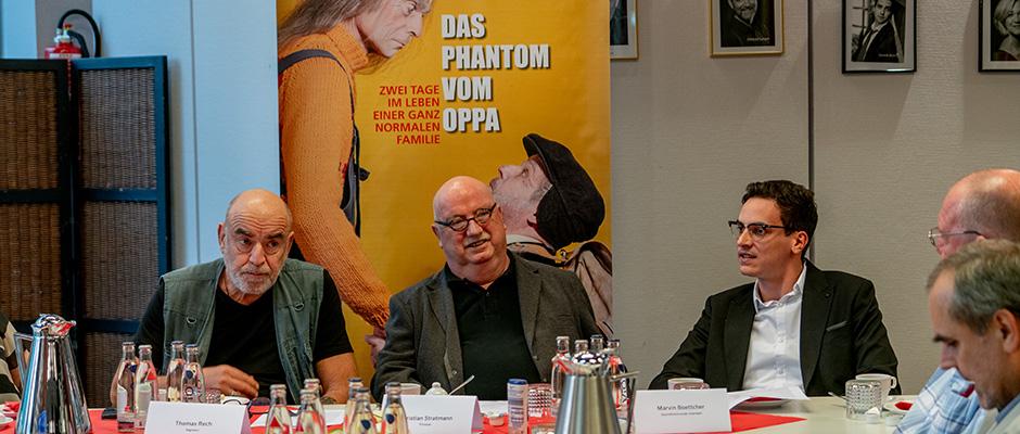 Regisseur Thomas Rech, Prinzipal Christian Stratmann und Intendant Marvin Boettcher stellen das neue Stück vor. ©Frank Dieper, Stadt Herne